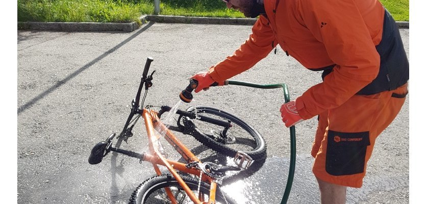 Barry beim Bike-Wash