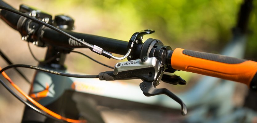 Shimano Deore brakes bring the eWME 627 to a safe stop.
