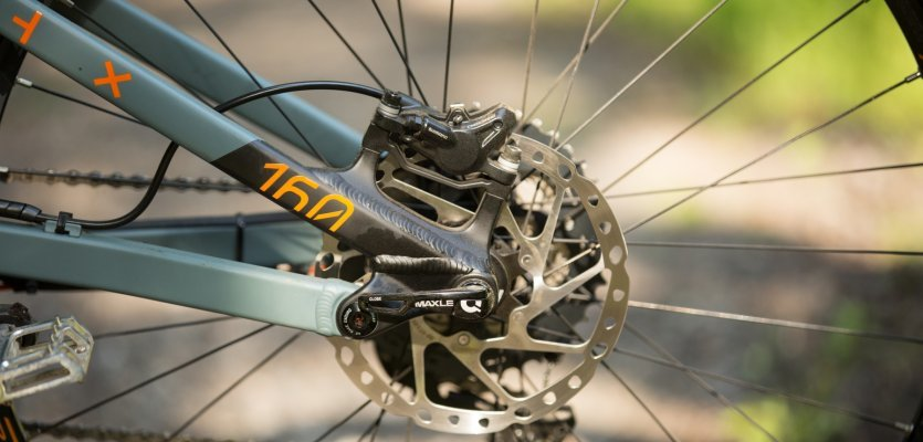 The 180 mm rear rotor.